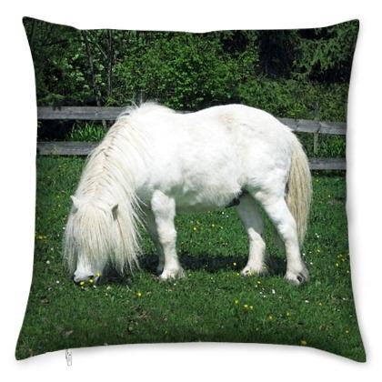 kis_white-stallion